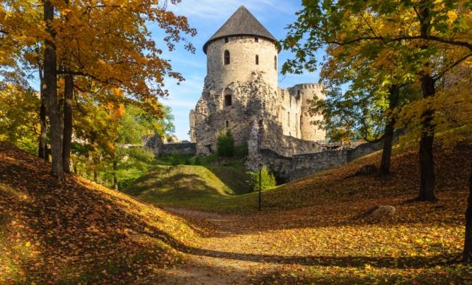 224431468_cesis_autumn_park_with_castle_ruins